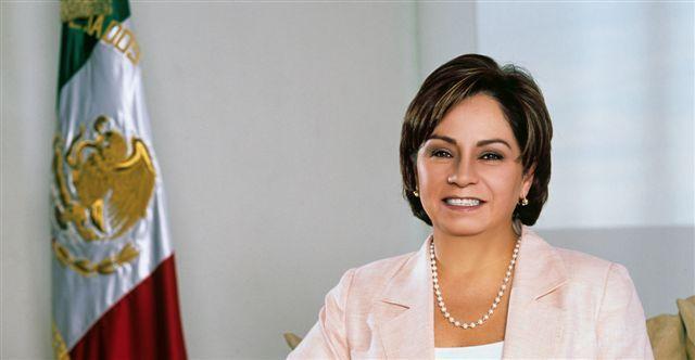 Excanciller Patricia Espinosa recibe medalla del Senado de Francia