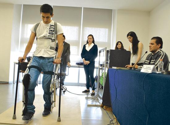 Crean exoesqueleto que recupera movilidad de piernas de parapléjicos