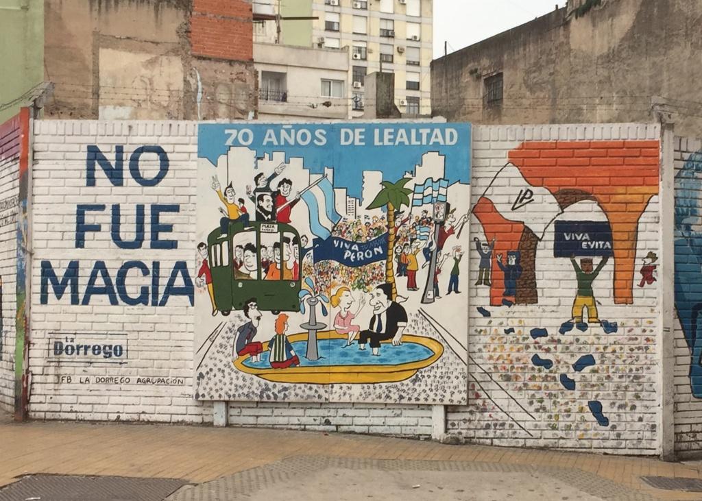 Conviven arte callejero, grafitis y lemas políticos en Buenos Aires