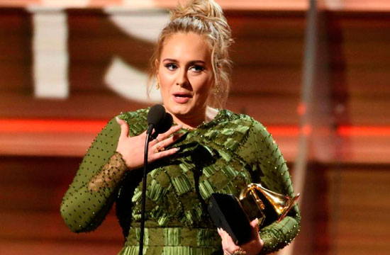 """Hello!"", cantó Adele y se llevó 4 Grammys"