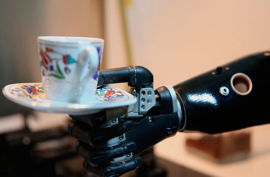 Desarrollan brazo protésico que detecta señales de la médula espinal