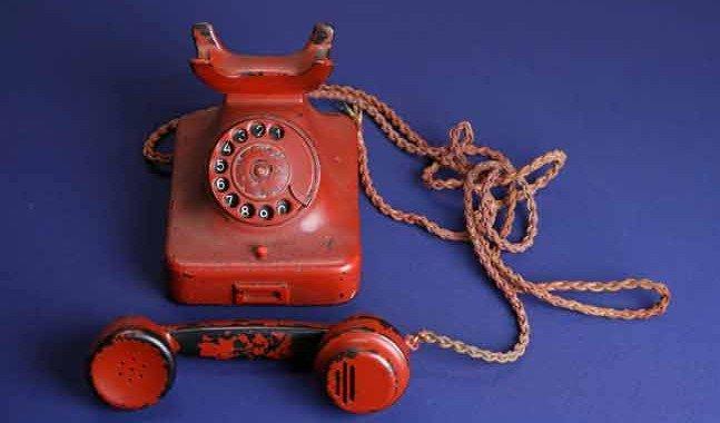 """En subasta, pagan 243 mil dólares por el """"Teléfono Rojo"""" de Hitler"""