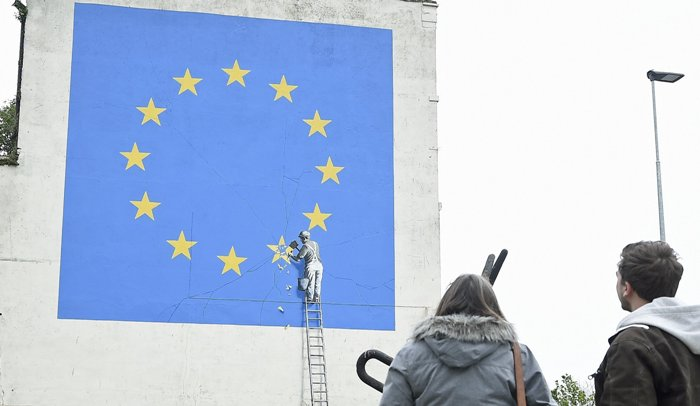 Banksy devela mural alusivo a Brexit en Dover, Gran Bretaña