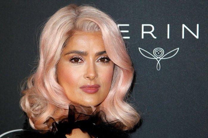 Salma Hayek sorprende con nuevo look en Cannes