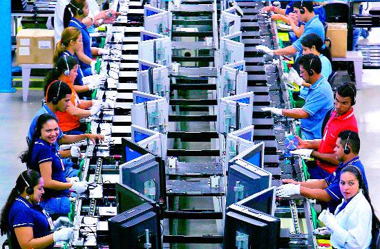 Actividad industrial frena su caída y avanza 0.1% en mayo