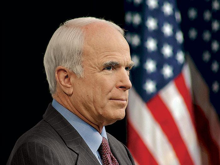 Pide McCain a Trump no imponer barreras comerciales