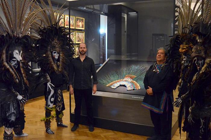 Penacho de Moctezuma acapara atención en inauguración del Weltmuseum de Viena