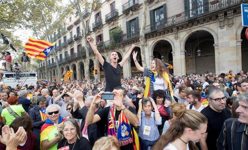 Parlamento declara independencia de Cataluña