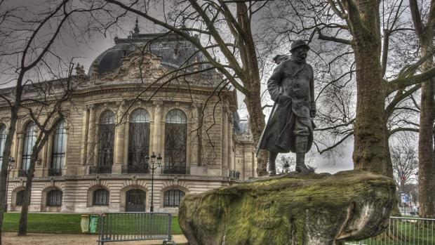 Roban una escultura de Botero en París