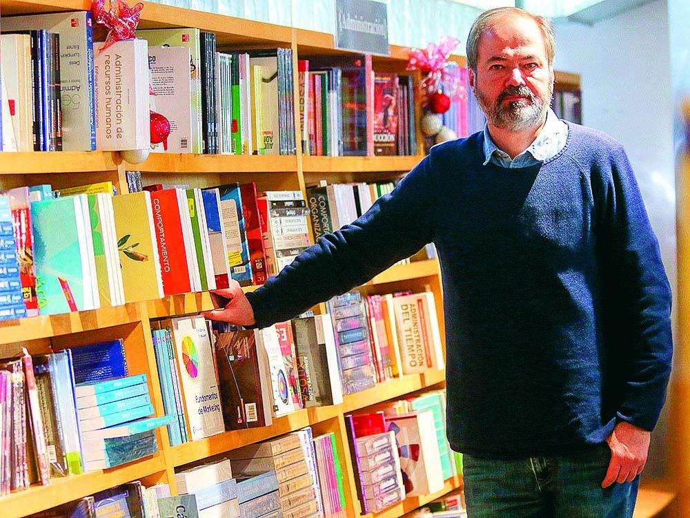 El acto de escribir tiene que ver con recuperar la infancia, dice Juan Villoro