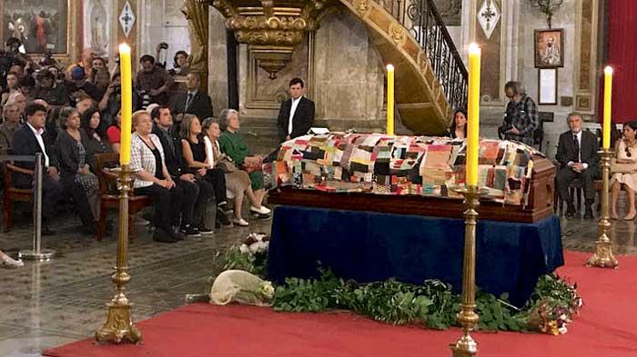 Familia, amigos y pueblo dicen adiós al antipoeta Nicanor Parra