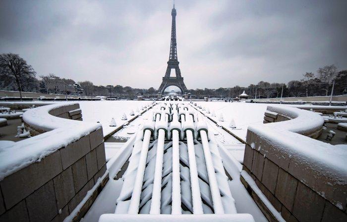 Nevadas en París causan retrasos y cancelación de vuelos
