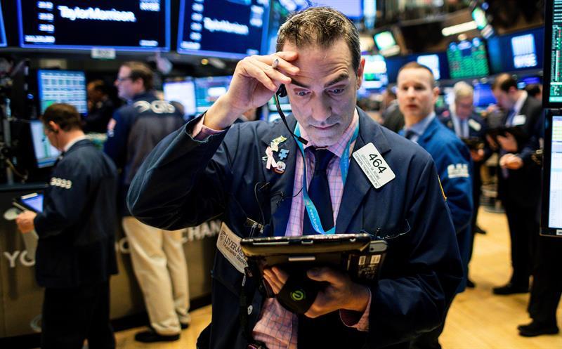 Wall Street abren con ganancias el jueves; BMV en contra corriente