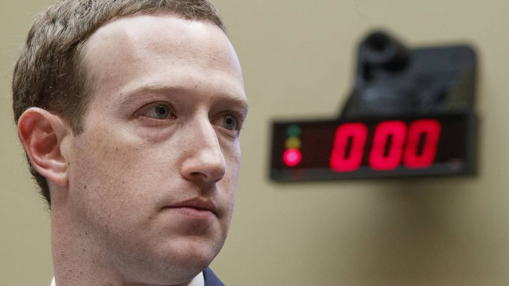 Acusan a Zuckerberg de espionaje