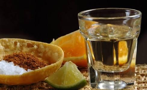 El más mexicano de los licores: el mezcal.