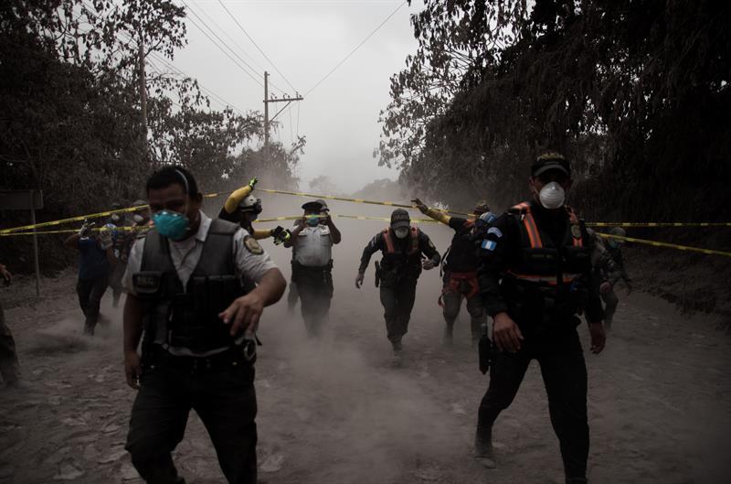 Sube a 25 la cifra de muertos tras erupción de volcán en Guatemala