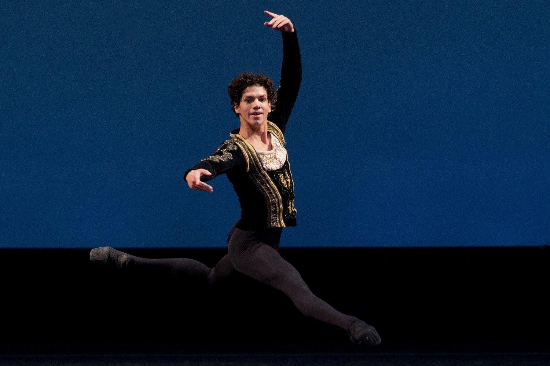Isaac Hernández gana el Benois de la Danse