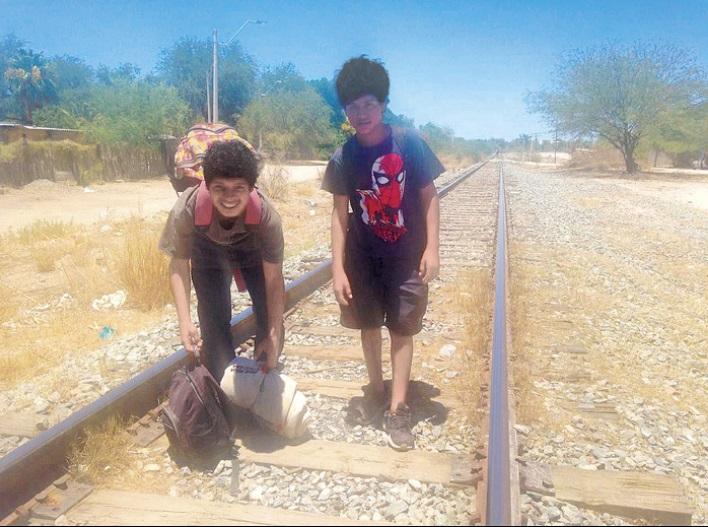 """""""Venimos huyendo porque nos negamos a ser delincuentes"""": niños migrantes"""