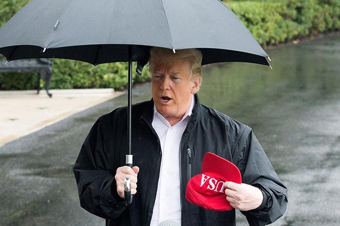 Trump admite que el cambio climático es real, pero no cambiará sus políticas
